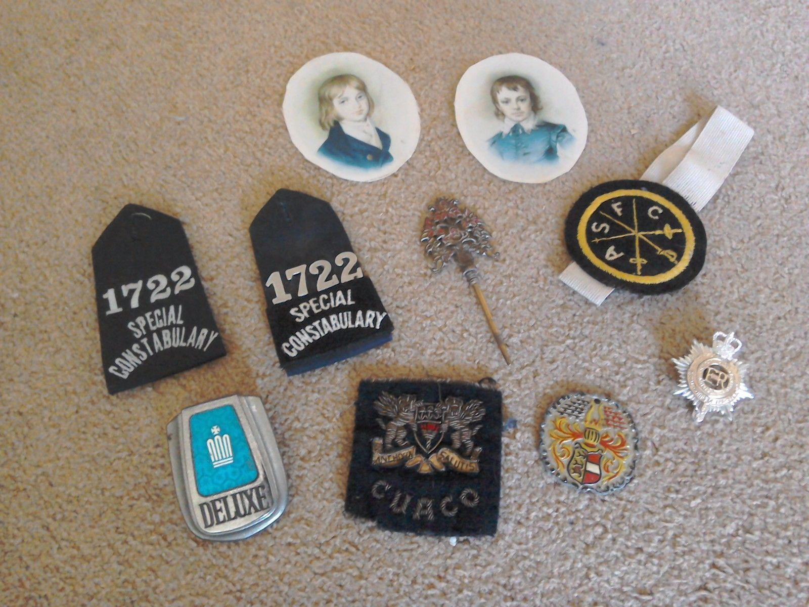 Small job lot of Varied Collectables merchandise……Badges, automobile Badge and so on.