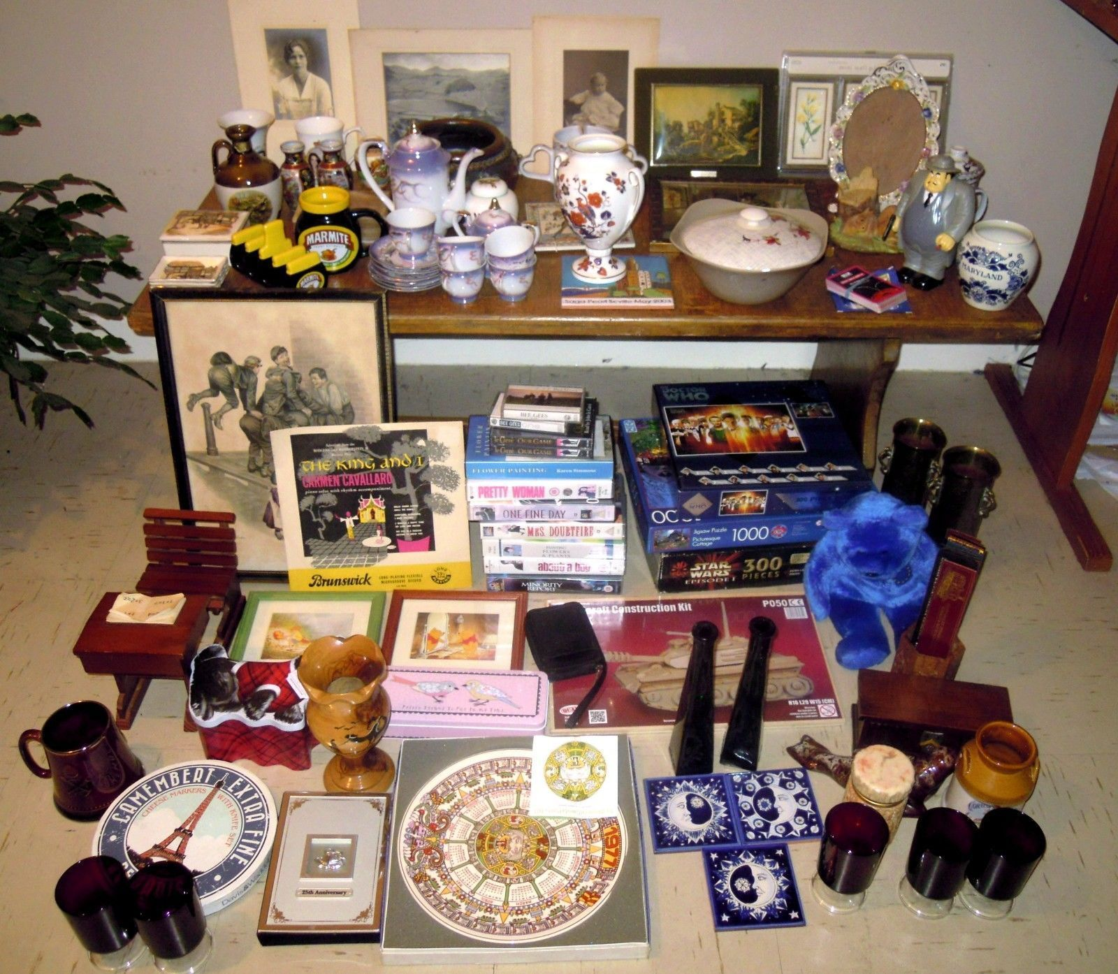 JOB LOT OF MAINLY VINTAGE COLLECTABLES